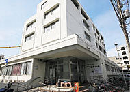 高津病院 約10m(徒歩1分)