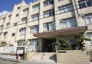 大阪市立大淀中学校 約1,310m(徒歩17分)