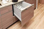 スイッチひとつで洗浄から乾燥まで全自動。少ない水量で洗浄できる食器洗い乾燥機です。
