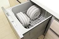 家事の負担を軽減するだけでなく、衛生的て節水効果もある食器洗い乾燥機を標準装備しています。