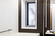 全戸に浴室窓を設けました。換気しやすくバスルームを清潔に保ちます。