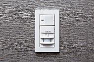センサーで人の動きを感知し、玄関照明を自動でon/off。消し忘れの心配もなく、無駄な電力消費を防ぎます。