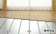 ホコリが舞い上がりにくく足元から部屋全体をやさしく暖めるガス温水式床暖房(TES)を採用しました。
