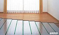 リビング・ダイニングには、足元から部屋全体をやさしく暖めるTES温水式床暖房を設置。