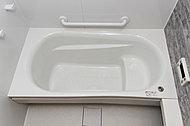 高い節水効果を持ちながら、肩まわりゆったりの入浴感が楽しめるバランスのとれた浴槽です。