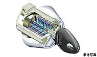 玄関錠には、精巧で不正解錠に強いシリンダーキーを採用しています。