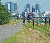 多摩川サイクリングコース 約450m(徒歩5分)