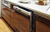スライド式のビルトインタイプですから、場所もとりません。高温のお湯で洗うのでとても衛生的。節水効果にも優れています。