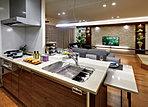 食のシーンをより楽しく、さらに豊かに。システムキッチンをはじめ、水まわりスペースにどんな設備をコーディネートするかで、暮らしの感度が変わってきます。先進の便利機能や快適装備をセレクトし、デザイン性にも徹底してこだわる。