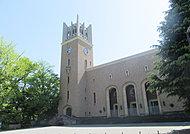 早稲田大学大隈講堂 約340m(徒歩5分)
