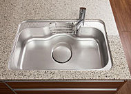 水はね音やスプーンなどが落下したときの衝撃音を低減する静音仕様のシンクを採用しています。