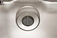 家庭から出るごみの約40%は生ごみ。悪臭を放つ生ごみはキッチンの大敵です。ディスポーザさえあれば、快適で清潔なキッチンライフが楽しめます。