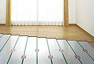 リビング・ダイニングには、足元から部屋全体をやさしくクリーンに暖めるTES温水式床暖房を標準設置しました。※参考写真