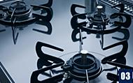 汚れにくくお掃除も簡単なホーロートップのガスコンロを採用。