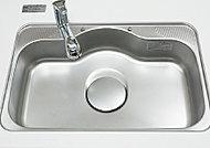 水を勢いよく流した際、シンクにあたる水はね音を低減する静音設計です。
