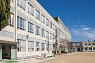 市立上社小学校 約740m(徒歩10分)