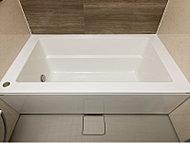 癒し空間としての浴室をより美しく演出する独立型のスタイリッシュな浴槽を採用。断熱材でつつんだ保温浴槽です。