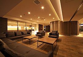 ラウンジとパーティールーム(集会室)には、世界60カ国260店舗を展開するデンマーク発祥のインテリアブランド「ボーコンセプト」の家具を配しました。上質かつシンプルなデザインと優れた機能が、住まう方に穏やかな寛ぎの時を贈ります。