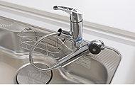 ヘッド部分に浄水カートリッジを内蔵した浄水器一体型水栓。いつでもクリーンな水がご利用いただけます。
