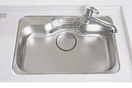 大きな鍋もゆったり洗えるシンクは、シンク制振材の効果によりシンクの水ハネの音を軽減します。