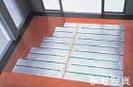 足元から部屋全体を暖める、安全で空気が汚れないクリーンな暖房です。