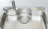 小物置き付のシンク。水ハネ音や落下音などを軽減する静音シンクを採用。