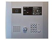 エントランス入口はオートロック操作盤とかざすだけで簡単に解除できる非接触キーで解錠もラクラク、キーレスエントリー。