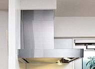 デザイン性に優れたステンレス製のレンジフードを採用。整流板は汚れが染みこまないホーロー製の為、油汚れもサッと拭くだけでキレイになります。