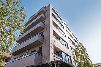 外観/世田谷区の静域「代沢」。その記憶を継ぐ邸宅を目指して、代沢4丁目に誕生。(掲載の建物写真は2016年2月に撮影したものです。)