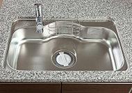 大きなお鍋も洗いやすいワイドサイズ。裏面に制振材を貼ることで、水はね音など衝撃音を低減。