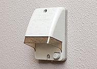 バルコニーに防水仕様のコンセントを標準設置。照明などの電化製品の使用が可能です。
