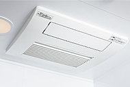 多彩な機能を備えた天井埋込タイプの浴室暖房乾燥機を設置。雨の日や夜間の洗濯物もしっかり乾かします。