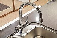ドイツ・GROHE社と浄水器クリンスイの共同開発による機能美溢れる混合水栓。JIS試験項目対象の13物質除去が可能な浄水器をワンタッチで利用