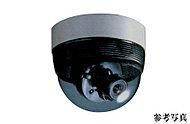 エントランスをはじめエレベーター内や駐車場など、敷地内の主要なポイントに防犯カメラを設置して安全性を高めています。