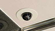防犯カメラを設置し、不審者の侵入を抑止。また映像は管理員室のHDレコーダーに一定期間保管されます。