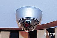 共用スペースには防犯カメラを設置し、24時間自動録画で監視。管理事務室内のモニターに表示されます。