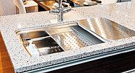 3段のプレートによってシンク内の空間を有効に活用し、調理作業がスムーズに。