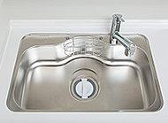 シンクの水はね音を軽減する静音シンクを採用。シンク裏面に制振材を貼ることにより、シンクに水や食器類があたる音を低減します。