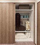 かさばる布団も収納可能で、奥行が約85cmもあり、3等分された可変の棚で奥・中・手前の空間を最大限活用できます。