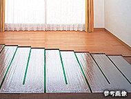 足下から心地よく暖まるガス温水床暖房を採用。室内の空気を汚さないクリーンな暖房設備です。