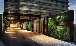 邸宅のステイタスの象徴として、格調高いタイル貼りの壁面にグリーンも施し、ひときわ美しくドラマティックな場所に仕上げました。夜ともなれば、幻想的な照明の灯りが、別世界の趣きを漂わせます。