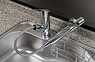 鍋の丸洗いにも便利な、ハンドシャワー付き混合水栓。いつでも美味しい水が利用できる高性能の浄水機能付です。