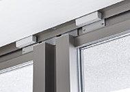高いセキュリティ効果を発揮するマグネット防犯センサーを設置。万一、開放を感知した場合には自動通報される安心システムです。 ※FIX窓除く。