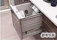 大量の食器をまとめてスピーディーに洗える食器洗い乾燥機。タワーウォッシャーで汚れを一気に洗い流します。