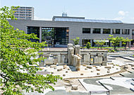 知立市図書館(車で2分/約840m)
