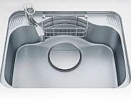 シンク裏側に振動を軽減する素材を装着し、水ハネ音や落下音を抑制する静音仕様です。