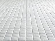 乾きやすい床面状で毎日の手入れも簡単。独自の断熱構造で冷たい床の不満を解決しました。