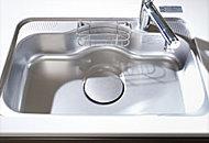 大きな鍋やお皿もラクに洗える大型サイズのシンクを採用。気になる水はね音を軽減する静音シンク仕様です。