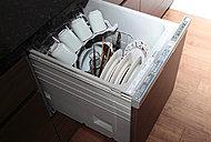 引き出し式で食器の出し入れがしやすい食器洗い乾燥機を標準装備しています。食後の片付けをサポートします。