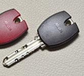 エントランスのオートロックは、キーをセンサーにかざすだけで解錠することができる非接触タイプ。荷物の多い時などに便利です。